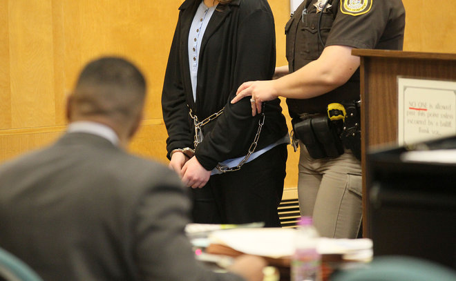 2 middle school girls found competent for trial in Slender Man case